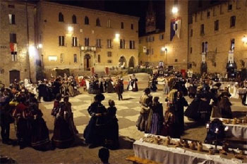 Представления, концерты и дегустации блюд эпохи Возрождения