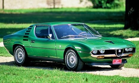 Интересная модель Alfa Romeo Montreal показалась напублике вовремя автосалона вМонреале в1967году. Под капотом купе располагался 2,6-литровый моторV8.