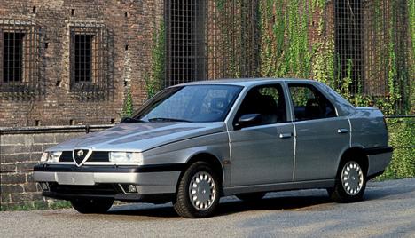 Alfa Romeo155— автомобиль новой эпохи для итальянцев. Высокий уровень комфорта при потрясающих драйверских качествах помогли собрать многочисленную армию поклонников. Производство автомобиля закончилось лишь в1998году.