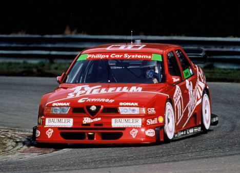 Alfa Romeo155 участвовала также ивкузовных чемпионатах. Всвоё время этот болид с2,5-литровымV6 под капотом блистал внемецкой серии DTM.