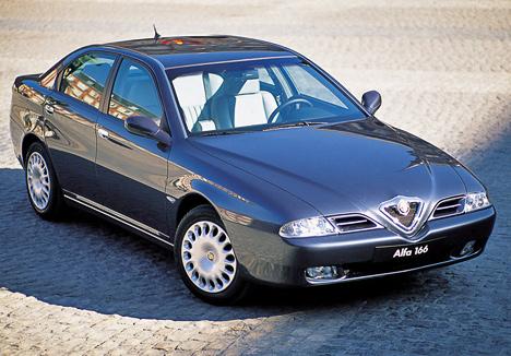 Alfa Romeo166, пожалуй, самый экстравагантный седан бизнес-класса. Ктомуже, пообыкновению для этой марки, <nobr>166-ая</nobr> ещё иотлично способствовала выработке адреналина.