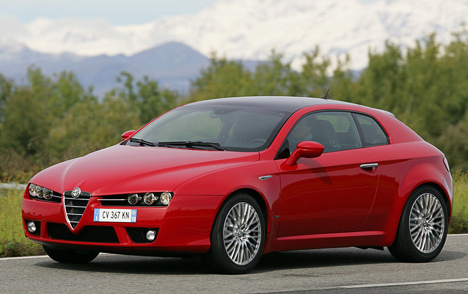 Пусть поездовым качествам Alfa Romeo Brera уступает многим изсвоих конкурентов, пусть стоит достаточно дорого, зато так, как это купе, невыглядит никто.