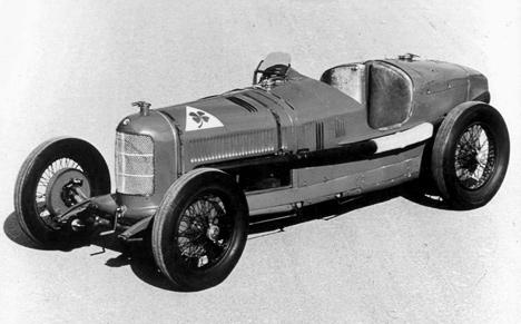 Под капотом спортивной Alfa RomeoP2 располагался 8-цилиндровый мотор.