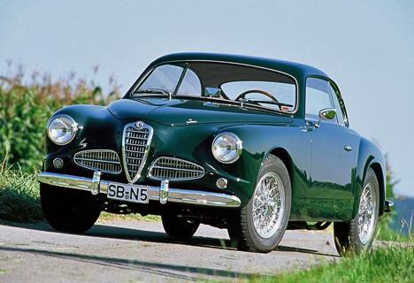 Массовая модель Alfa Romeo1900 Berlina дебютировала наПарижском автосалоне в1950году изавремя существования разошлась очень хорошим тиражом.