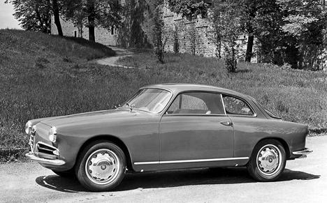 Alfa Romeo Giulietta Sprint 1954года, несмотря надостаточно высокий уровень комфорта, небыл лишён спортивного азарта вуправлении идинамике.