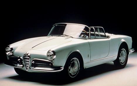 Версий модели Giulietta было превеликое множество. Например, красивый Spider, появившийся нарынке в1955году.