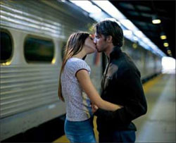 Франция и Великобритания. В этих странах запрещено целоваться на железнодорожных вокзалах