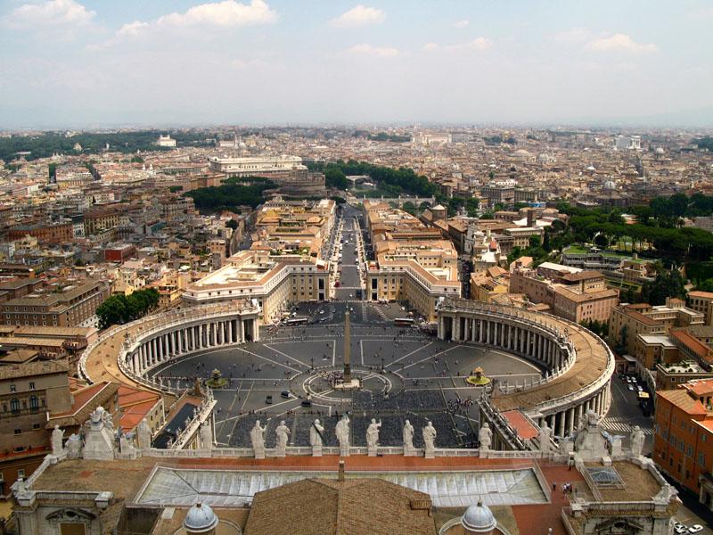 Число женщин в администрации Ватикана растет – статистика