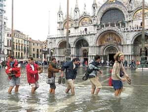 приход воды в Венеции