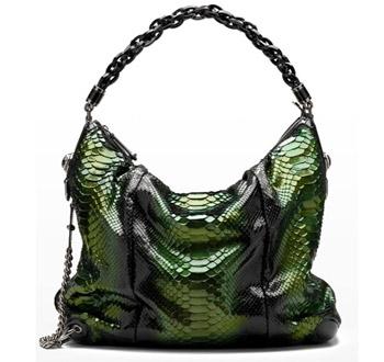 Черная кожаная сумка от Gucci.